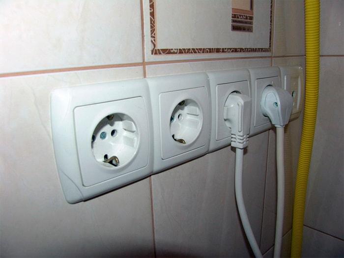 Монтаж розеток в ванной комнате