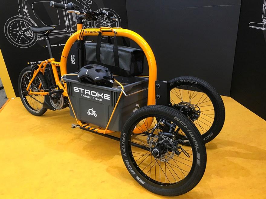 ひときわ異彩を放つSTROKE Cargo Trike。カーゴバイク自体が新鮮のようです。