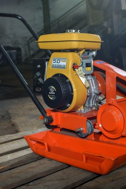 Compactor mesin Robin