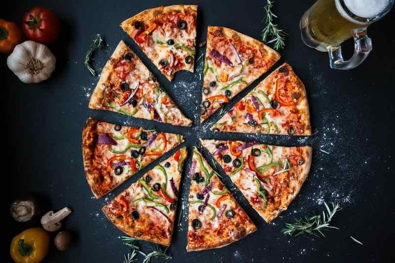 פיצה 8 משולשים