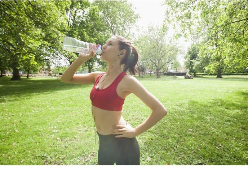 כמה מים צריך לשתות ביום