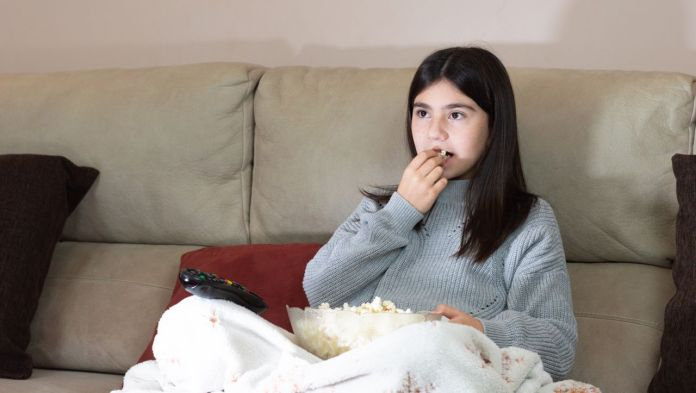 TV and Internet: Children see 15 fattening ads a day