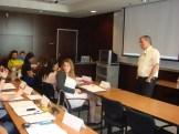"""(30/08)O Prof, Dan Rudick volta a encontrar os alunos. Desta vez o tema da aula é """"A globalização dos Negócios""""."""
