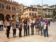 (03/jun) Uma parada para a foto do grupo. Ainda em Verona.