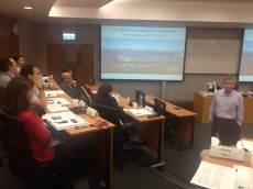 """(11/11) Após tour pela Universidade, os alunos retornam para a aula da tarde. """"Estratégia de negócios em ação"""" - Prof. Kenneth Tse"""