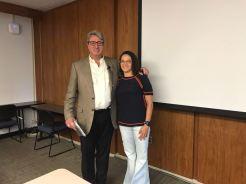 Aluna Silvana agradecendo o Prof. Michael pela palestra sobre Bonds Municipais