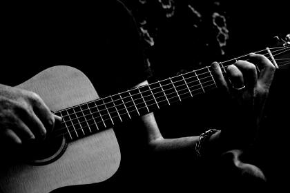 acoustic-acoustic-guitar-black-and-white-2444860