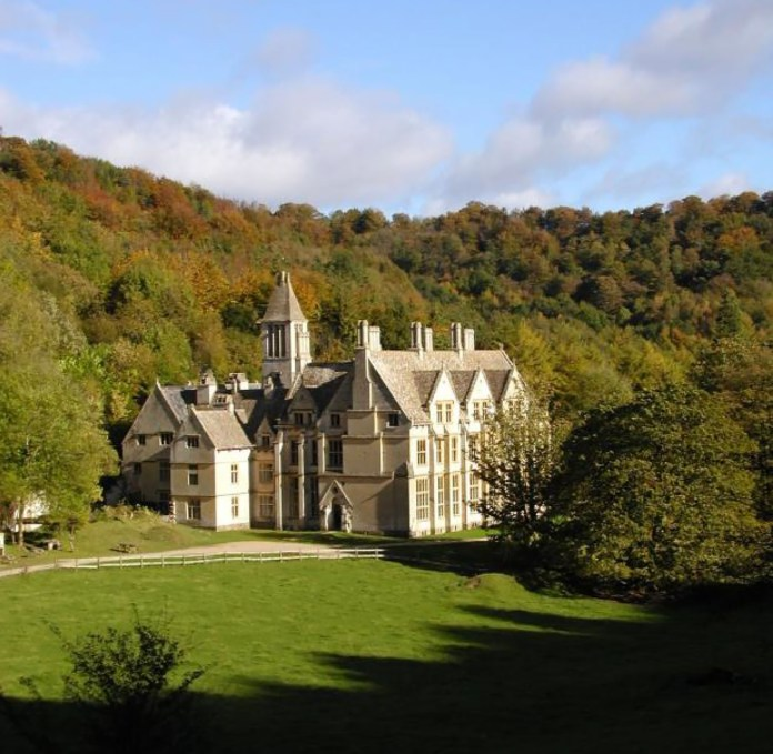 Can you spare time to help at mansion open days?