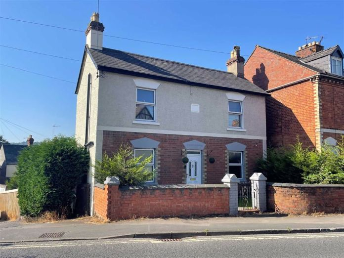 HOME OF THE WEEK from The Property Centre – Stratford Road, Stroud