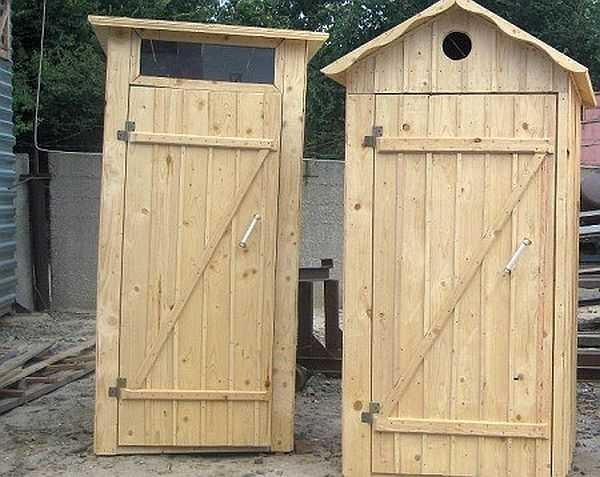 コテージの最初の建物 - トイレ - トイレ。それはあなた自身の手の最初の建設経験です。