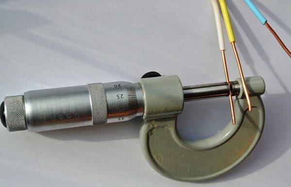 Сымға арналған микрометрдің диаметрінің өлшемдері механикалық калиперге қарағанда дәлірек