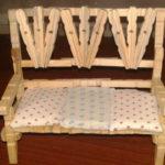 Ezt a kanapét összegyűjthetjük fából készült ruhadarabokból