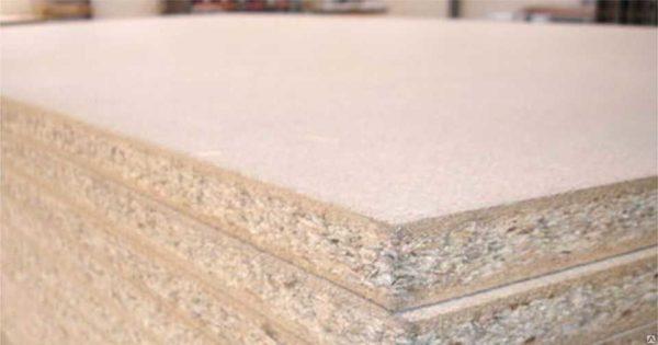 Le matériau à trois couches est plus durable. Mais la couche interne desserré introduit des restrictions sur l'application