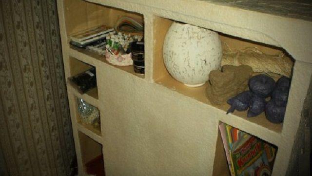 Rak dapat menjadi lokasi penyimpanan yang nyaman semua hal kecil