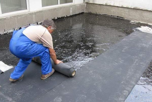 Waterproofing flat roof.