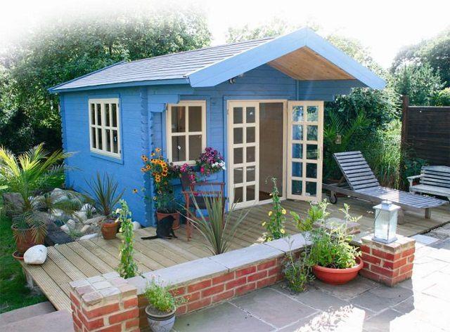 Tal casa en miniatura no tiene un ático en absoluto.