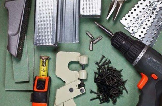 Un ensemble d'outils pour travailler avec plâtre