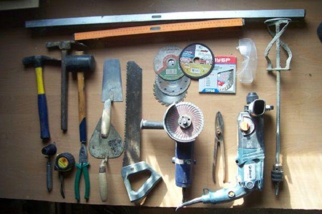 """Um zu arbeiten, ist es notwendig, einen sehr """"festen"""" Werkzeugsatz vorzubereiten."""