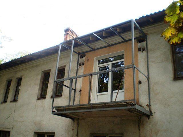 Бұрын-ақ балконды нығайту кезінде қоршауларды жоюға байланысты аз кеңею ұйымдастырылды