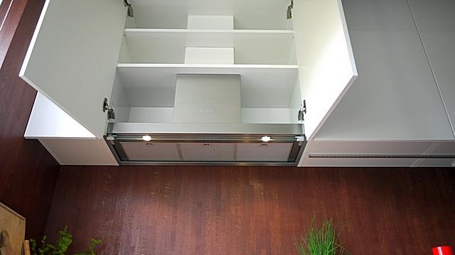 A kapucnis tökéletesen állt egy speciálisan kialakított szekrényben a rejtett telepítéséhez.