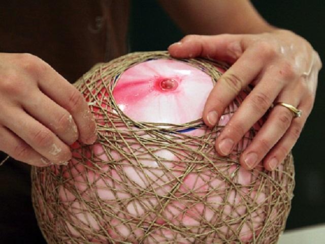 미래의 Lampshar (천장)의 공 모양의 함침 된 스레드에서 생성