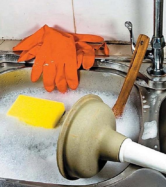 Làm sạch nước thải bằng xe và nước nóng.