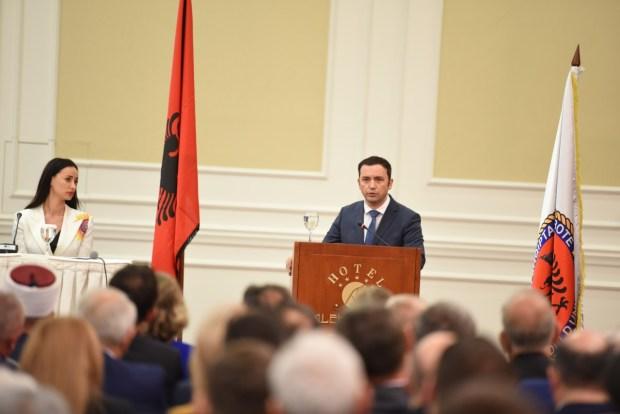 IMG-253812cd9691899220a0b05b83fbe66b-V Kongresi i III i Lidhjes së Shqiptarëve në botë OSMANI: NE FUSHËN STENKOVECIT, DO TË NDËRTOJMË QENDRËN MEMORIALE TË HOLOKAUSTIT SHQIPTAR NË PËRKUJTIM TË TË DËBUARVE NGA LUFTA E KOSOVËS