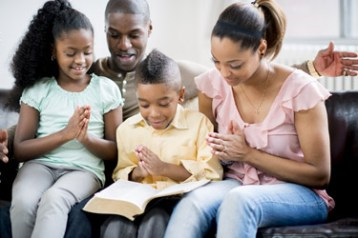 7 Reasons Fathers Should Practice Their Faith in Front of Their Kids