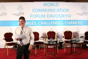 Photo of Stuart Bruce moderating the Davos World Communication Forum in Kyiv