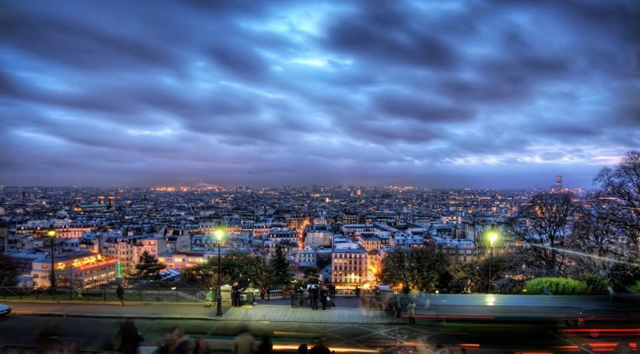 Le Ville de Paris Gets Ready for Night