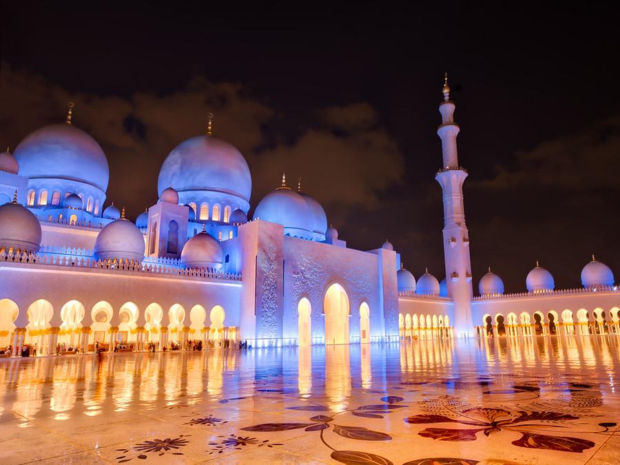 Late night in Abu Dhabi – Stuck in Customs