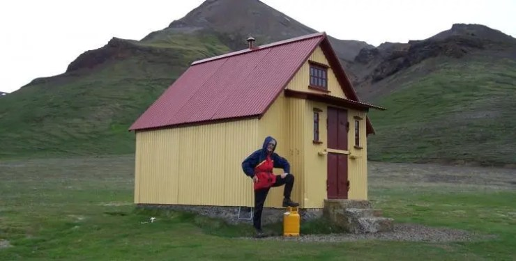 A murderous sheep stealing outlaw? A troll of the highlands? No, just my stepfather outside the small hut in Þjófadalir (Valley of Thiefs)