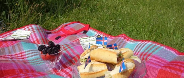 Viðey island is the perfect place for a picnic. I don´t often go on picnics but when I do, I always have a B.L.T.