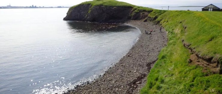 I don´t often go the beaches and coves of Viðey island. But when I do, I always skip stones.