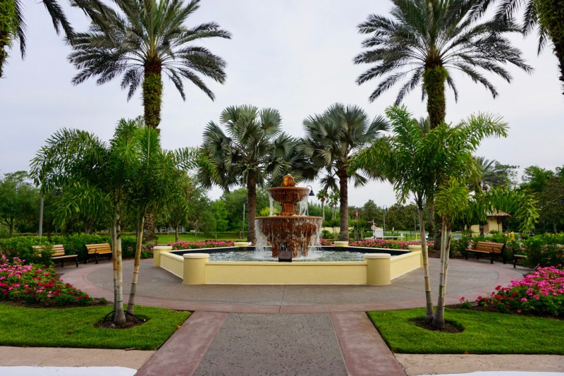 fountain with palm trees surrounding it for the Club Wyndham Bonnet Creek Review
