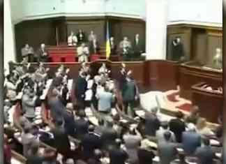Как Рада голосовала за Конституцию - исторический момент (ВИДЕО)