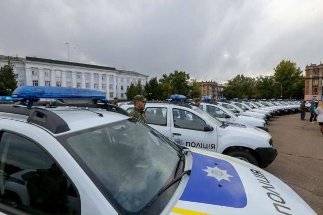 Полицейским прифронтовых областей передали внедорожники Renault Duster 3