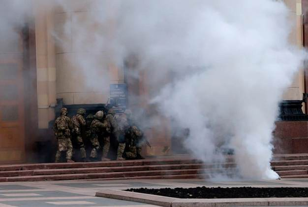 "В Харькове силовики провели ""освобождение"" ОГА 10"