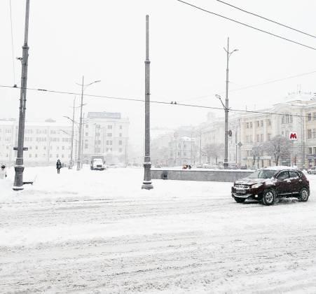 Харьков и дальше будет заметать снегом, полиции поручено убрать с улиц машины 5