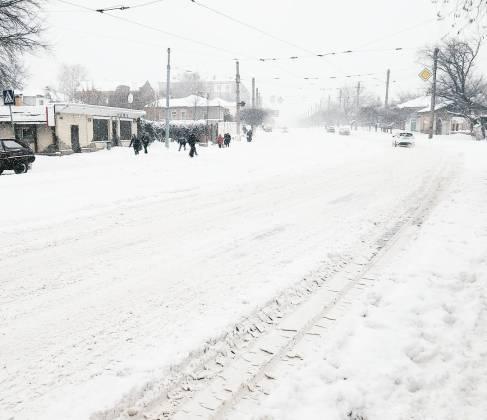 Харьков и дальше будет заметать снегом, полиции поручено убрать с улиц машины 11