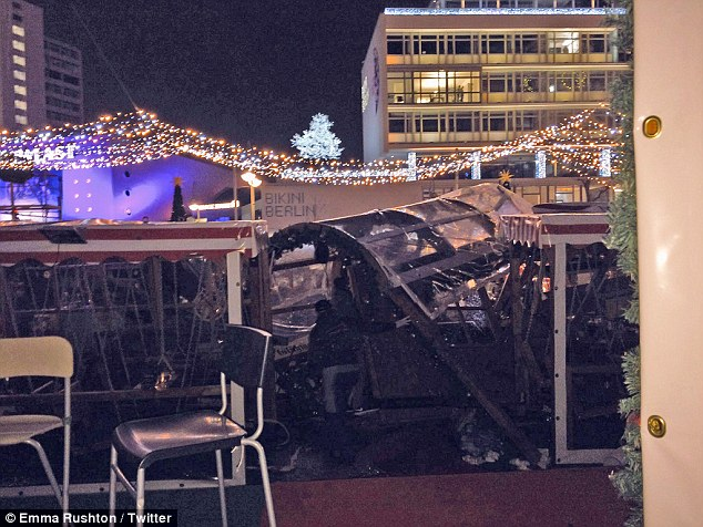 Грузовой автомобиль протаранил рождественскую ярмарку в Берлине (ОБНОВЛЕНО) 1