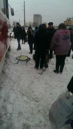 Мужчина выпал из окна харьковского трамвая 3