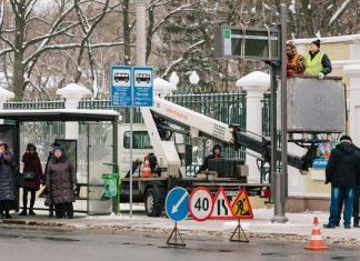 На одной из остановок общественного транспорта в Харькове появилось электронное информационное табло 2