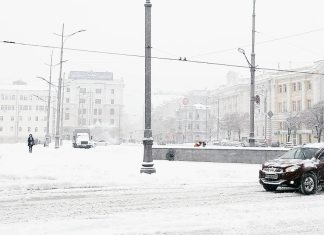 Харьков и дальше будет заметать снегом, полиции поручено убрать с улиц машины 12