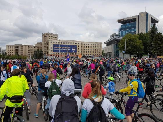 На площади Свободы состоялся флешмоб велосипедистов 3