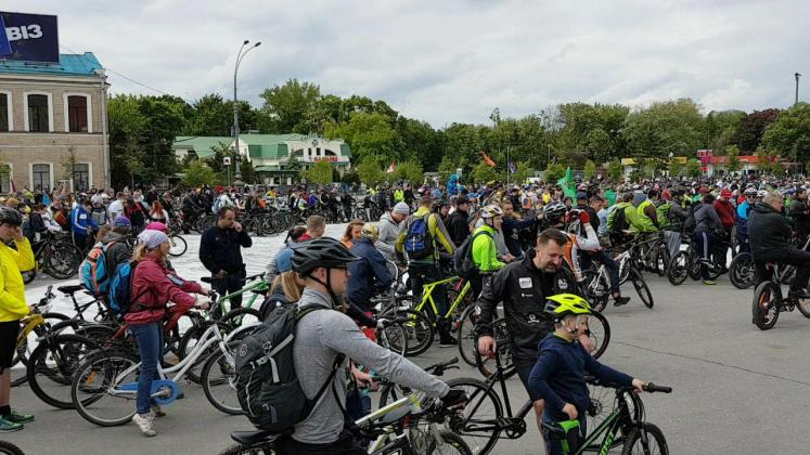 На площади Свободы состоялся флешмоб велосипедистов 4