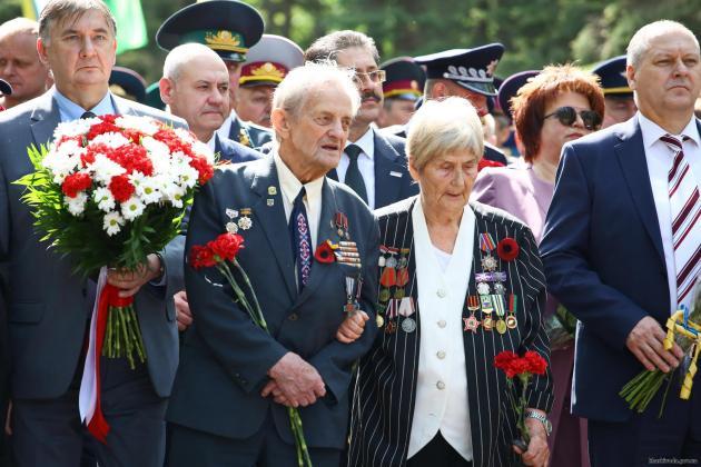 В Харькове состоялось возложение цветов по случаю Дня памяти и примирения 4