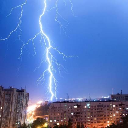 Ночная гроза в Харькове: жители делятся эффектными фото бушевавшей стихии 6