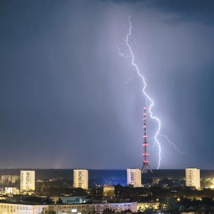 Ночная гроза в Харькове: жители делятся эффектными фото бушевавшей стихии 5