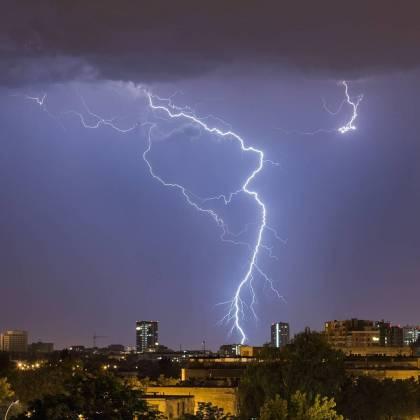 Ночная гроза в Харькове: жители делятся эффектными фото бушевавшей стихии 9